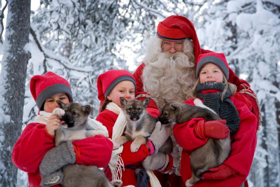 Santa-Claus-with-elfs-Taxari-Travel-Lapland