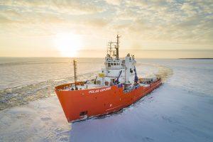 Icebreaker-cruise-Polar-Explorer-Taxari-Travel-Lapland